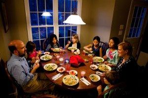 34d13-dinner01_slide-3fe223f875768309fbe02165a865c9c09c969ad5-s900-c85